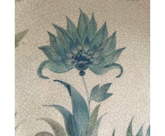 Assiette décor floral signé