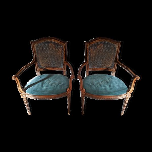 Paire de fauteuils style Louis XVI cannés avec accoudoirs et galettes en velours