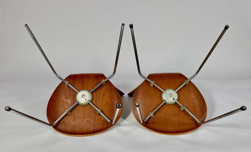Paire de chaises en teck série N°7 d' Arne Jocobsen années 6O.
