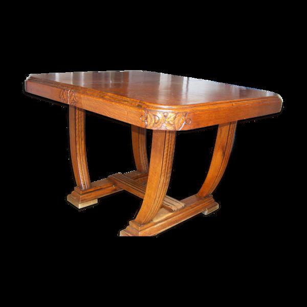 Table en bois scupltée