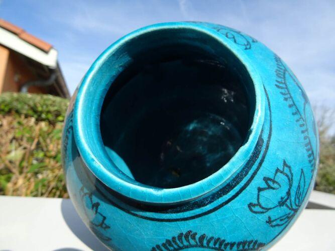 Ancien vase persan en céramique