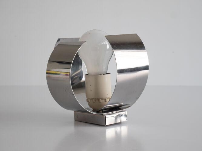 Applique en métal chromé