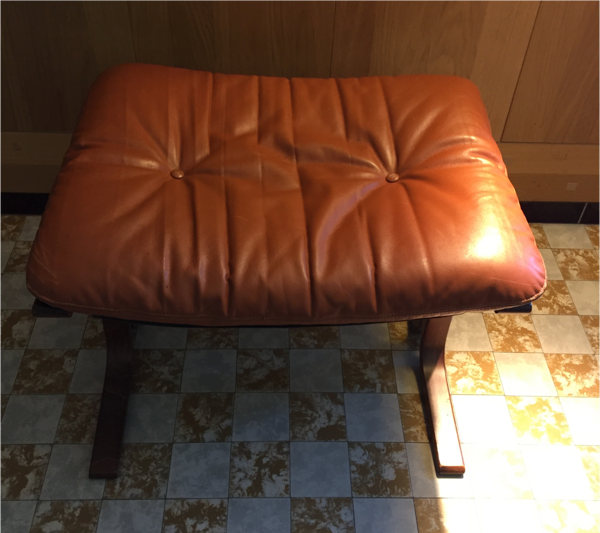 Fauteuil cuir vintage Westnofa siesta par Ingmar Relling modele rocking chair avec repose pied