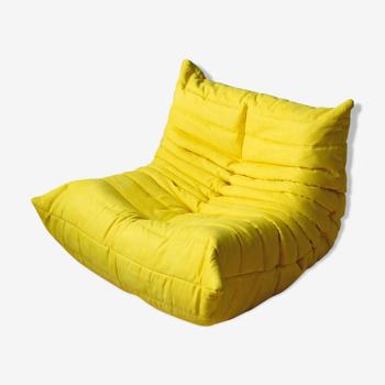 Fauteuil Togo jaune microfibre par Michel Ducaroy pour Ligne Roset