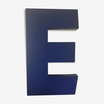 Lettre d'enseigne E