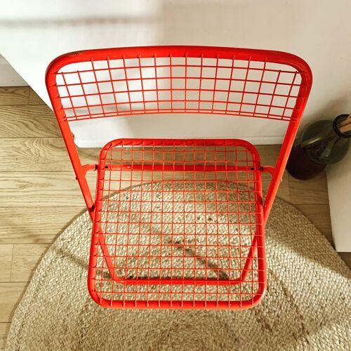 Chaise pliante rouge métal grillagée