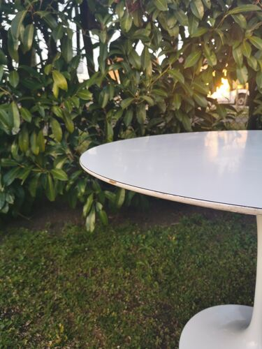 Table tulipe Eero Saarinen pour Knoll