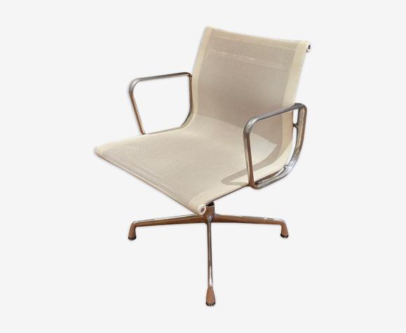 Eames EA 108 armchair edition Vitra