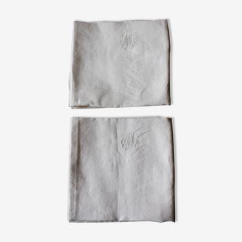 Un lot de 2 Serviettes de table damassé blanc Monogrammes M M