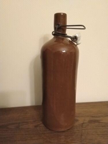 Bouteille en grès marron