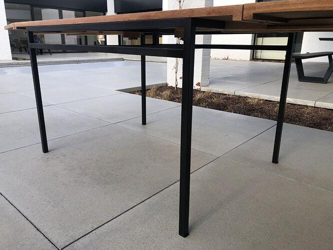 Table salle à manger ARP édition Minvielle