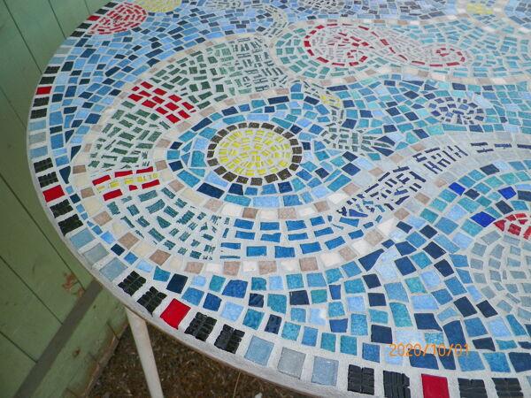 Table mosaique bleu