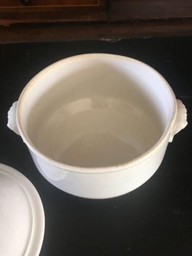 Cocotte en porcelaine ancienne