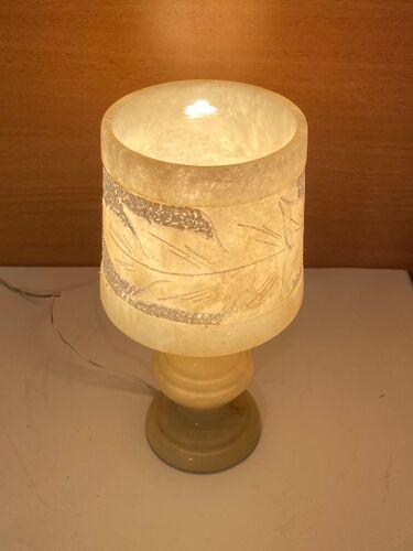 Lampe à pied en albâtre