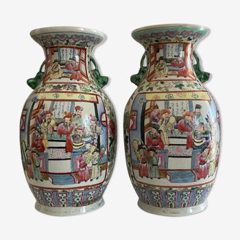 Paire de vases en porcelaine de Canton XIXe à décor de l''Empereur YONGLE