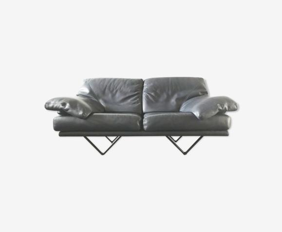 Canapé Cornelius de Durlet en cuir gris