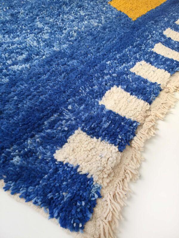 Tapis berbère marocain Beni Ouarain bleu à motifs colorés 302x195cm