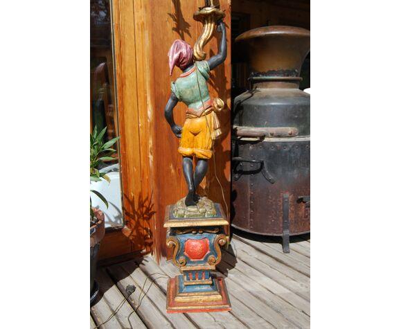 Nubien porte torchère en bois sculpté polychrome du milieu du xxe.