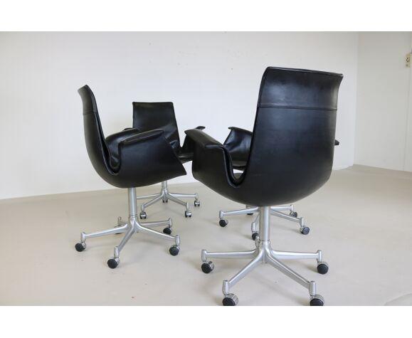 Quatre fauteuils par Kill International