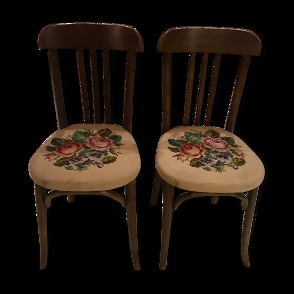 Paire de chaises anciennes au point