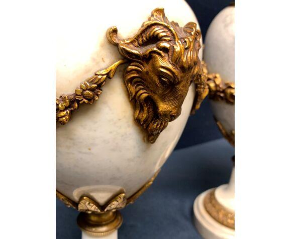 Paire de vases en marbre