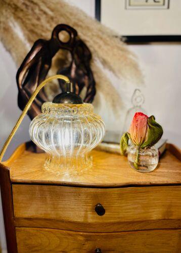 Suspension globe ambré, dôme laiton