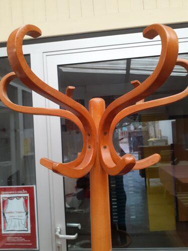 Perroquet en bois courbé