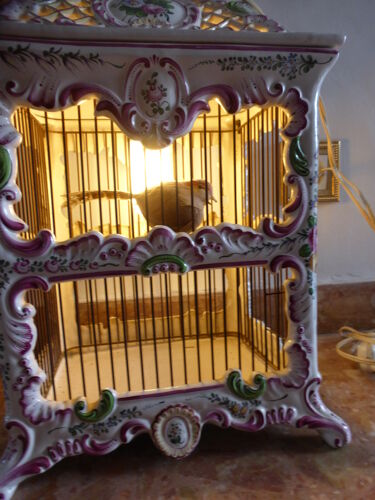 Luminaire vintage. Cage à oiseaux en faience
