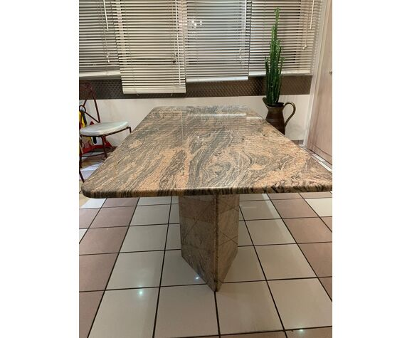 Table salle à manger en granit