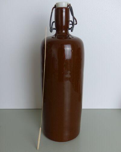 Bouteille en grès marron glacé