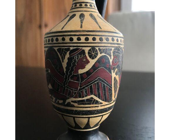 Céramique type amphore à fond noir