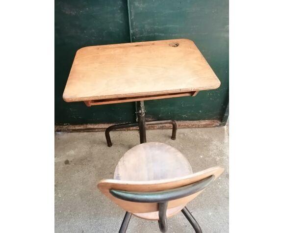 Ancien vintage bureau d'écolier en bois en fer réglable en hauteur 1950