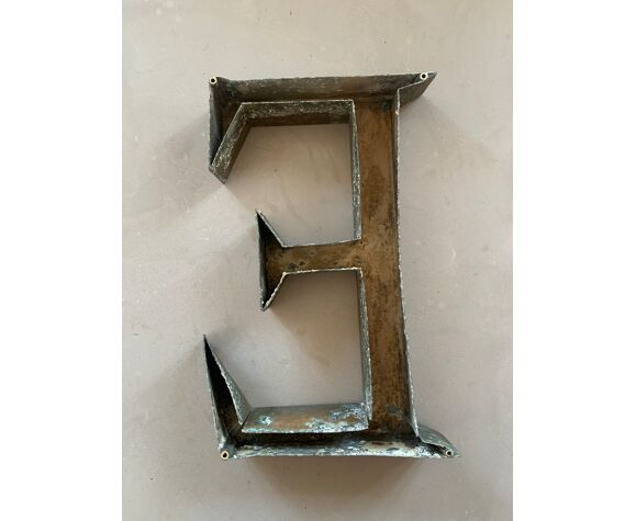 Old sign letter E