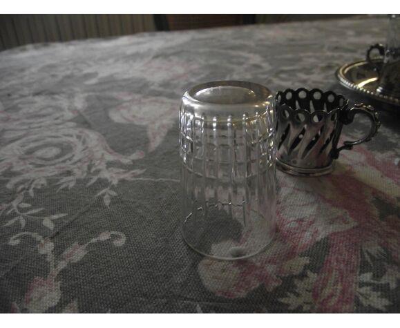Plateau et ses 5 verres à liqueur argenterie  Métal argenté et cristal.
