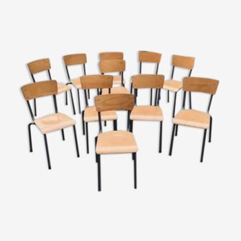 Lot 11 chaises d'école