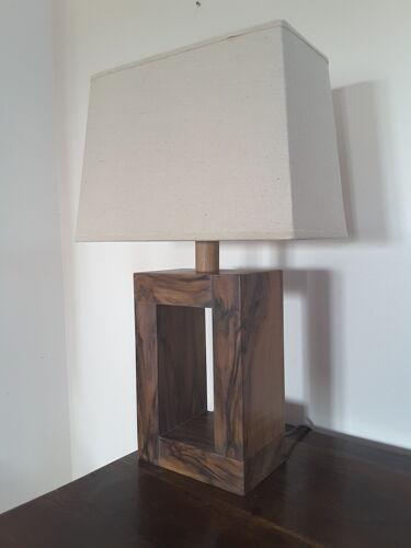 Lampe en noyer modèle unique