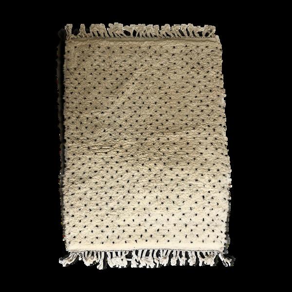Tapis berbère marocain beni ouarain à pois noirs 175x127cm