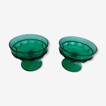 Deux coupelles en verre verte motifs en relief vintage