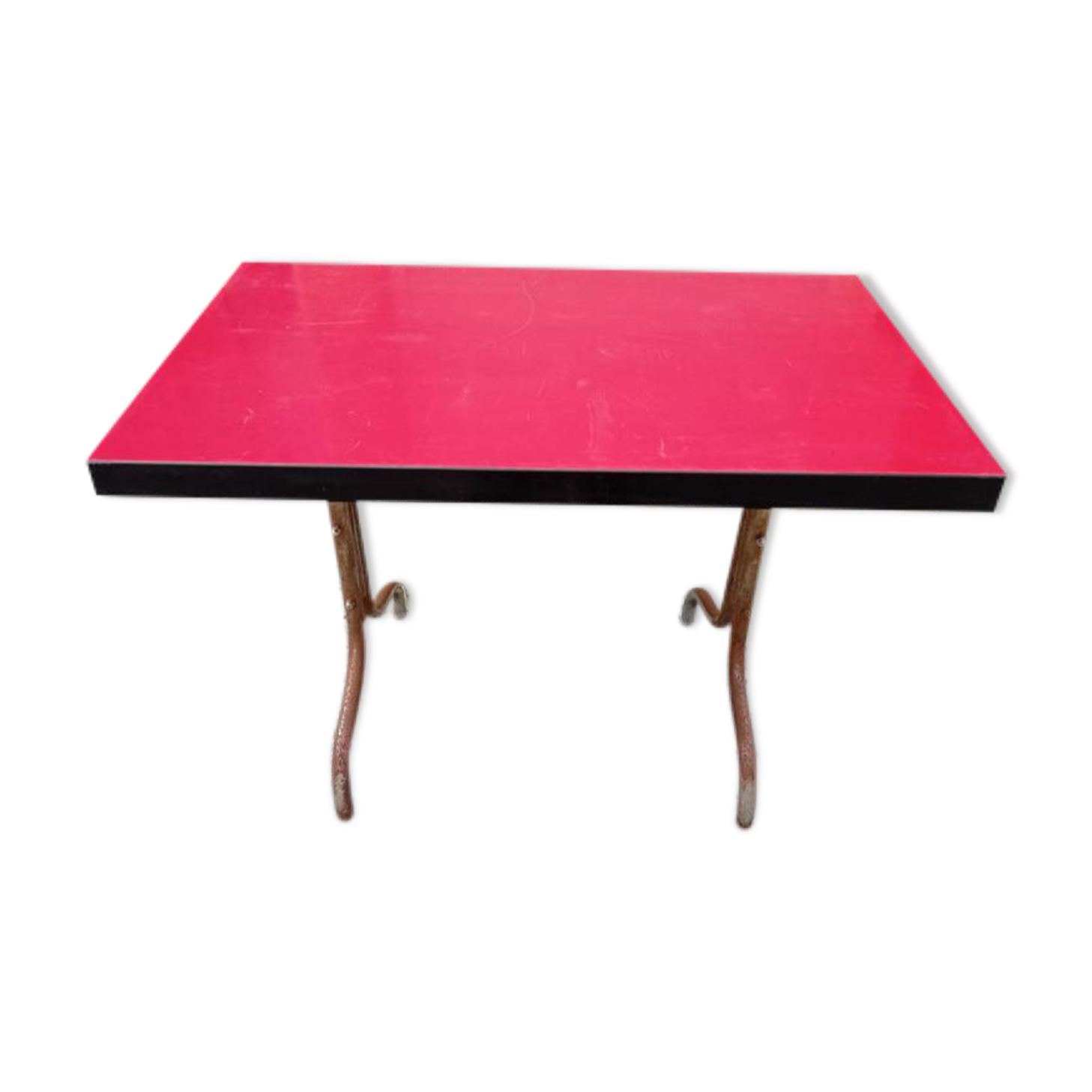 Table bistrot rouge vintage