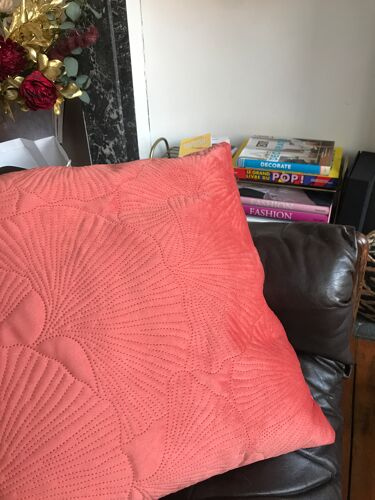 Ginkgo leaf cushion