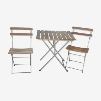 Table de jardin vintage et deux chaises pliantes