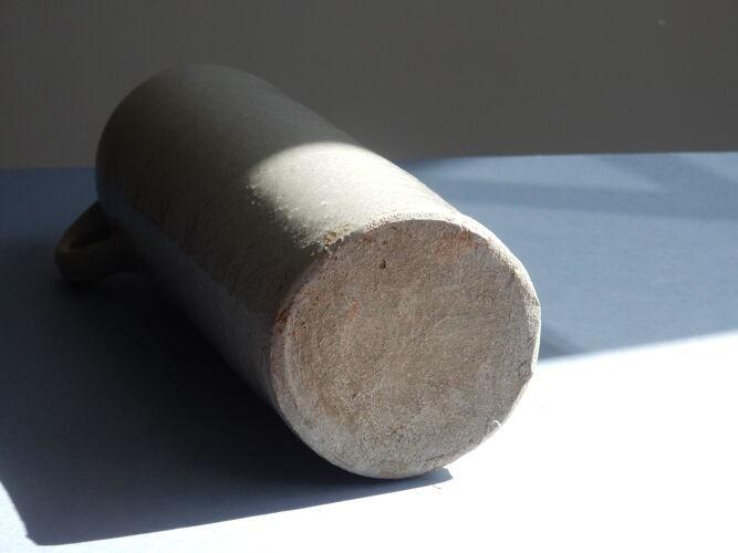 Bouteille en grès gris émaillé avec anse