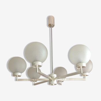Lustre à six feux en métal chromé et globes en verre opaque / vintage années 60-70