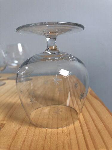 6 verrines à  pied  en cristal ciselé