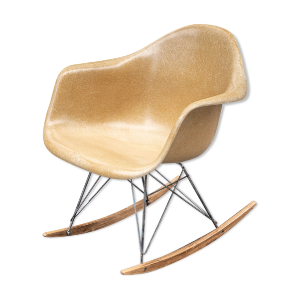 Selency Rocking chair Light Ochre de Charles & Ray Eames pour Herman Miller