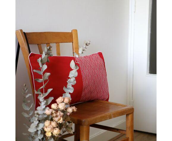 Coussin ethnique tissé rouge et blanc