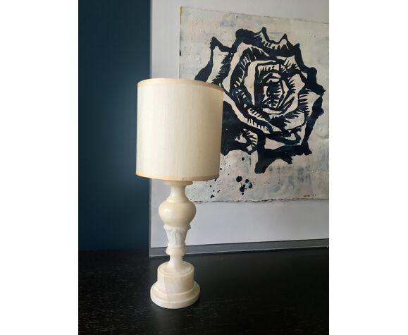 Lampe en albâtre avec abat-jour en soie