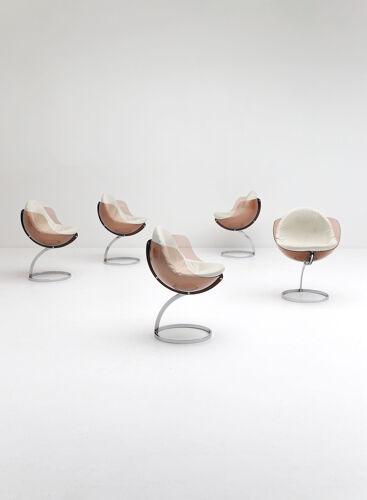 5 chaises sphère conçues par Boris Tabacoff