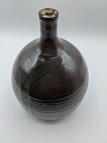 Vase en céramique large à col fin marron