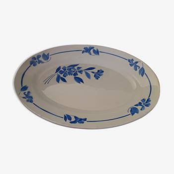 Plat ovale fond blanc avec fleurs bleues.Modéle Francine France.